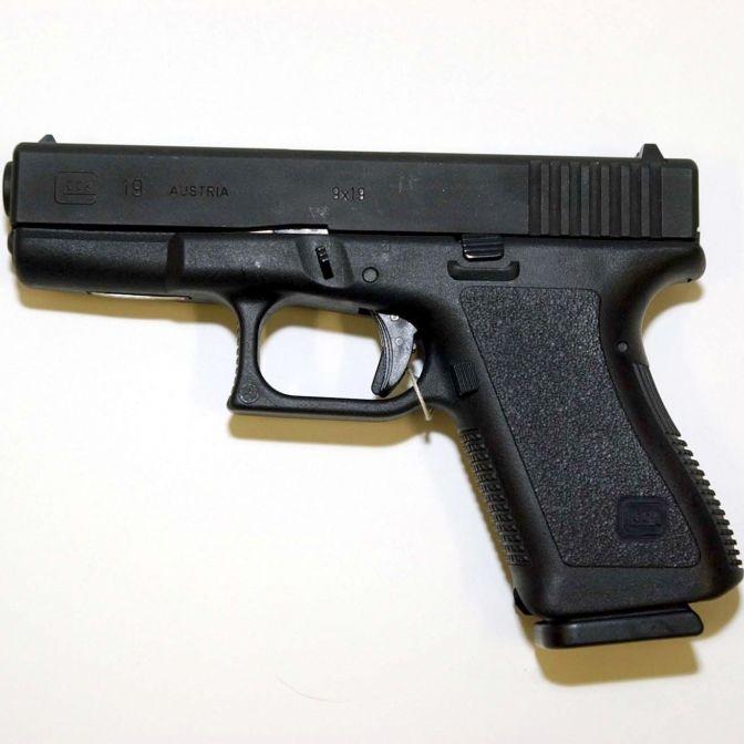 WARUM durfte der Attentäter scharfe Schusswaffen besitzen? (Foto)