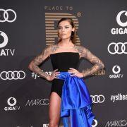 Verrucht und sexy! DIESES Mini-Kleid sorgte für Schnappatmung (Foto)
