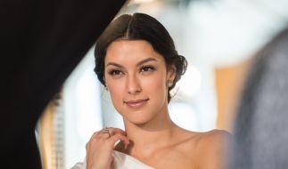 Model Rebecca Mir legte beim Wiener Opernball einen unvergesslichen Auftritt hin. (Foto)