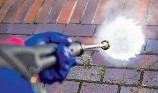 Bei Hochdruckreinigern ist in der Regel keine Chemie notwendig - gute Modelle haben auch so eine starke Reinigungskraft. (Foto)