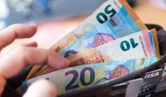 Kann man sich über Geldscheine mit dem Corona-Virus anstecken? (Foto)