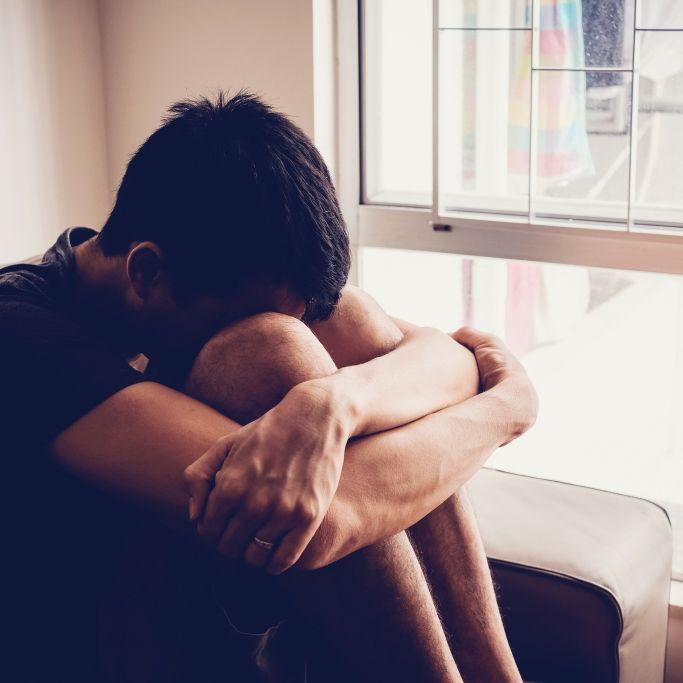 Kinder für widerliche Untersuchungen an Pädophile gereicht (Foto)