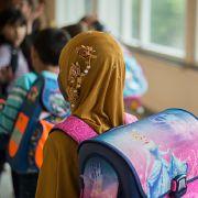 Integration erschwert? Experte plädiert für Kopftuchverbot an Schulen (Foto)