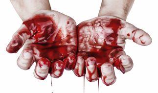 Eine Frau hat ihre eigene Mutter auf brutale Weise ermordet. (Foto)