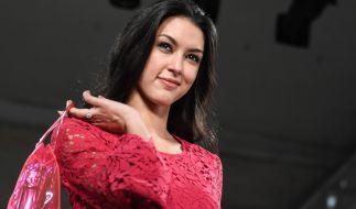 Rebecca Mir wird von ihrem Mann im Netz gefeiert. (Foto)