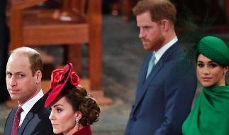 Diese Blicke sprechen Bände: Zwischen Prinz William, hier mit Ehefrau Kate Middleton, und Prinz Harry nebst Meghan Markle herrscht eisige Stimmung. (Foto)