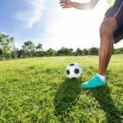 Fußball-Star (22) bricht während Spiel zusammen und stirbt (Foto)