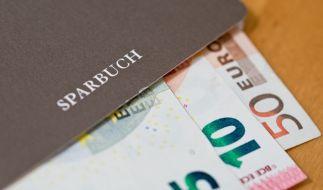 Immer mehr Kreditinstitute in Deutschland führen Strafzinsen ein. (Foto)