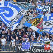 Die Anhänger vom MSV Duisburg feiern ihren Verein. (Symbolbild) (Foto)