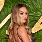 Rita Ora lässt in neuem Musikvideo die Nippel hervor blitzen. (Foto)