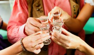 Hilft Alkohol gegen Corona? (Foto)