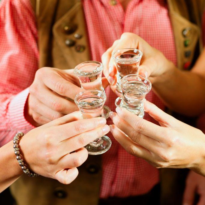 "Virus ist ""alkoholsensibel""! Hilft etwa Alkohol gegen Covid-19? (Foto)"