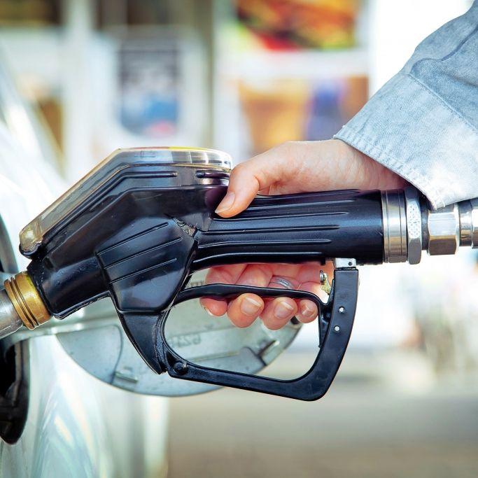Neue Öffnungszeiten? Tankstellen und Co. ergreifen Corona-Maßnahmen (Foto)