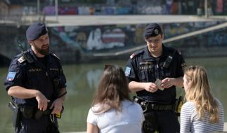 Bei Verstößen gegen die Corona-Maßnahmen greift die Polizei hart durch. (Foto)