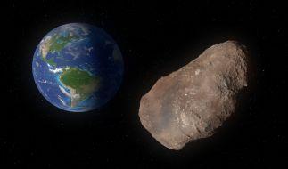 Beinahe täglich fliegen zahlreiche Asteroiden an der Erde vorbei. (Foto)