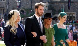 Hahn im Korb: Louis Spencer mit seinen Schwestern Eliza und Kitty sowie Mutter Victoria Aitken auf dem Weg zur Hochzeit von Meghan Markle und Prinz Harry. (Foto)