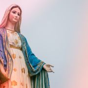 Gläubige wollen die heilige Jungfrau Maria über der Stadt gesehen haben. (Foto)