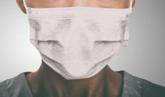 Mundmasken im Netz zu vertreiben kann strafbar sein. (Symbolfoto) (Foto)