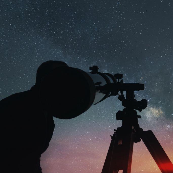 Rosafarbener Supermond, XXL-Asteroid, Sternschnuppen-Zauber (Foto)