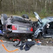 Audi-Fahrer (47) rast in anderes Auto - alle Männer tot (Foto)