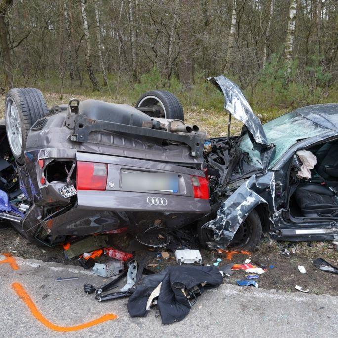 Audi-Fahrer (47) rast in anderes Auto - alle Männer tot (Foto)