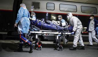 Ein Corona-Infizierter bespuckte einen Zug-Passagier. (Foto)