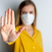Forscher warnen: Negativ-Getestete können andere infizieren (Foto)