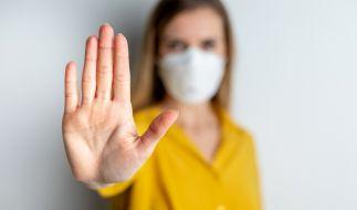 Auch Negativ-Getestete können andere mit dem Coronavirus anstecken. (Foto)