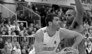 Basketball-Nationalspieler Sascha Hupmann (links) ist mit 49 Jahren gestorben. (Foto)