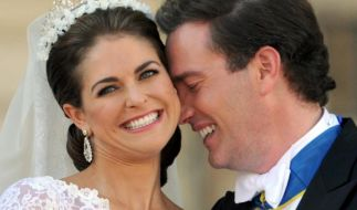 Die schwedische Prinzessin Madeleine mit Ehemann Chris O'Neill nach der Hochzeit in Stockholm. Foto: Carsten Rehder (Foto)