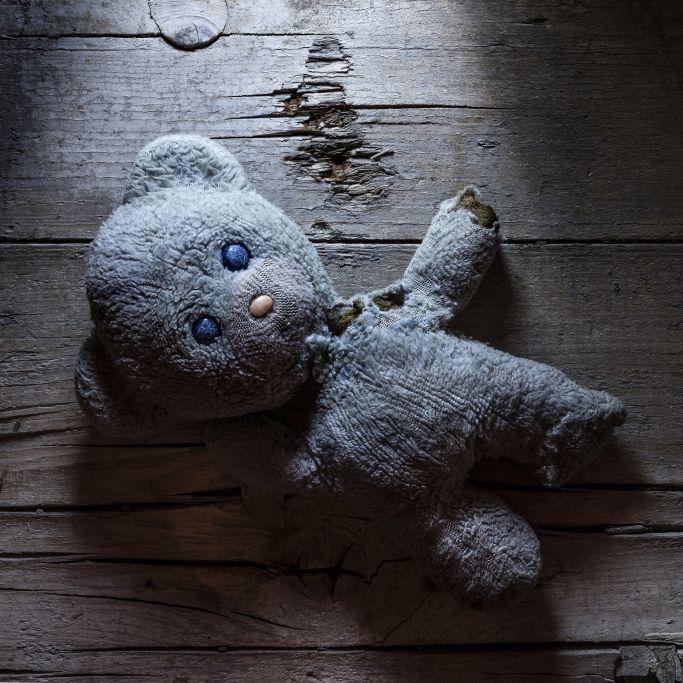 Horror-Vater (21) wirft Baby gegen Eisenstange - Kind tot! (Foto)