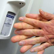 Experten warnen! DESHALB wurden Desinfektionsmittel aus Schulen verbannt (Foto)
