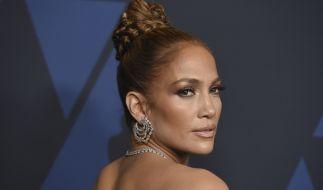 Jennifer Lopez begeht den Earth Day im sexy Einteiler. (Foto)