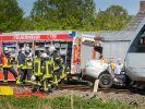 In Hamminkeln am Niederrhein kam es zu einem tödlichen Unfall, als ein Auto von einem Zug erfasst wurde. Drei Menschen starben. (Foto)