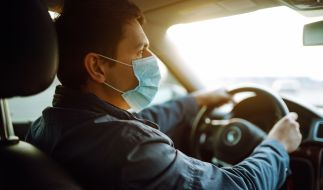 Gilt die Maskenpflicht auch im Auto? (Foto)