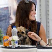 Auf den Hund gekommen: Prinzessin Sofia von Schweden ist ganz vernarrt in ihr Hündchen Siri.