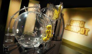 Die gelben Eurolotto-Kugeln für den Gewinn des 90-Millionen-Euro-Jackpots sind ausgelost! Waren Ihre Glückszahlen dabei? (Foto)