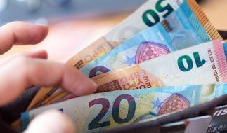In der Coronakrise kommt es auf jeden Euro an - doch wie bekommt man sein Geld für Kitaplatz, Monatskarte oder Pauschalreise zurück? (Foto)