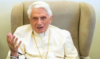 Die Biografie über den ehemaligen Papst BenediktXVI. enthält allerhand Unerhörtes. (Foto)