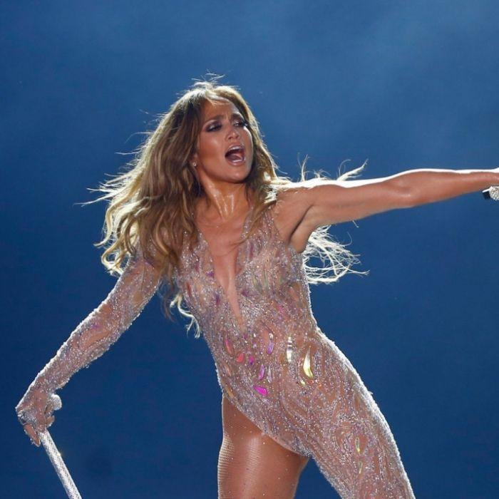 Nass geschwitzt! Im knappen Sport-BH präsentiert J.Lo ihre Kurven (Foto)
