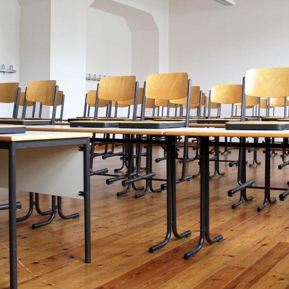 """Eltern schockiert über Wiederöffnung: Schulen seien """"Todeslager für Kinder""""! (Foto)"""