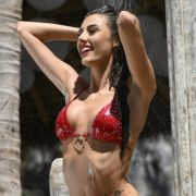 Feuchter Bikini-Spaß! HIER lässt es sexy Chloe spritzen (Foto)