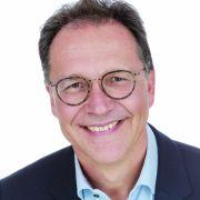 Prof. Dr. med. Ludger Klimek ist Facharzt für HNO-Heilkunde, Allergologie, Umweltmedizin und Naturheilverfahren sowie Leiter des Zentrums für Rhinologie und Allergologie in Wiesbaden und Präsident des Ärzteverbandes Deutscher Allergologen in Wiesbaden
