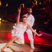 """Corona-Regeln am Strand / Knisternde Erotik im """"Let's Dance""""-Finale / Danni Büchner mit Busen-Kracher (Foto)"""
