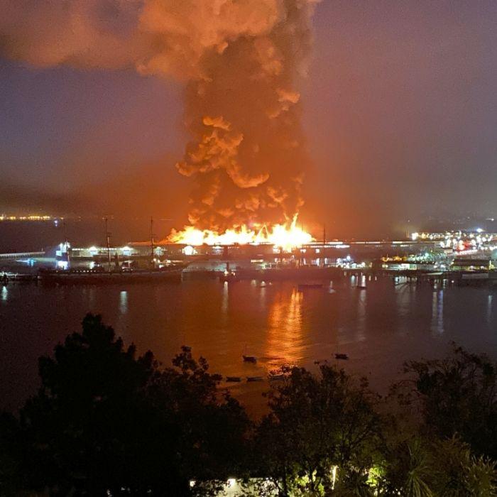 Flammenhölle zerstört Touristenattraktion Pier 45 (Foto)