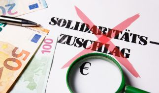 Der Soli soll bereits zum 1. Juli abgeschafft werden. (Foto)