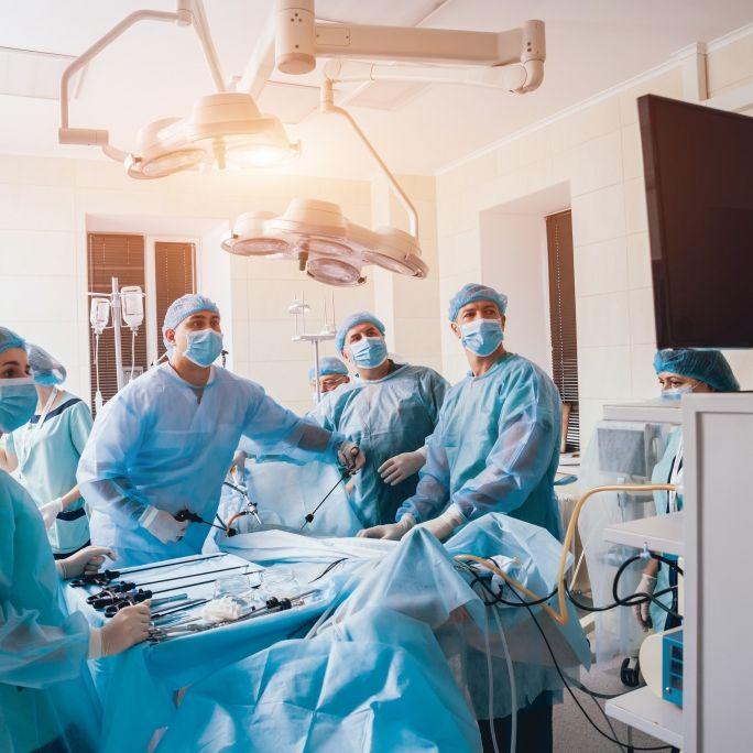 Studie zeigt: Operationen erhöhen Sterberisiko bei Corona-Infizierten! (Foto)