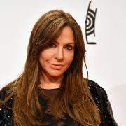 Fans rätseln! Zieht die Schauspielerin (55) HIER blank? (Foto)