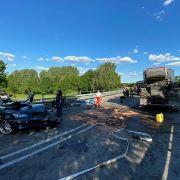 Auto kracht in Lastwagen - zwei junge Männer tot (Foto)