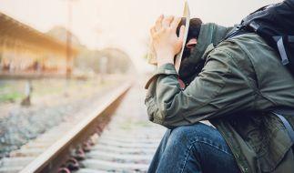 Ein Mann ließ sich die Hand von einem Zug abtrennen, um seine Versicherung zu betrügen. (Symbolfoto) (Foto)